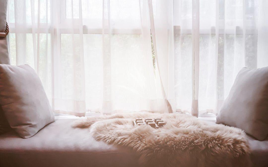 Zasłony i tekstylia materiałowe we wnętrzu